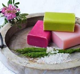 天然植物皂-纯手工打造,用天然的植物油、精油、浸泡油混合手工制成